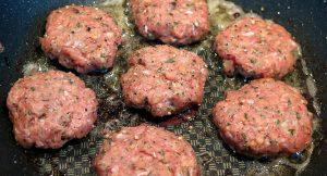 בדיקת מעבדה: מה מכיל הבשר הטחון ברשתות הגדולות