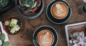 למה בריא יותר לשתות קפה בצהריים