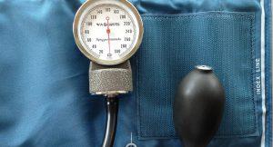 קשר בין השמנה כללית ומרכזית לבין התפתחות יתר לחץ-דם בילדות מוקדמת