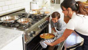 צפייה בתוכניות בישול בטלוויזיה: השפעות על צריכת מזון ממשית של ילדים