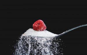 קשר בין איסור מכירת משקאות ממותקים בסוכר במקום העבודה לבין צריכת משקאות ממותקים בסוכר על ידי העובדים ובריאותם